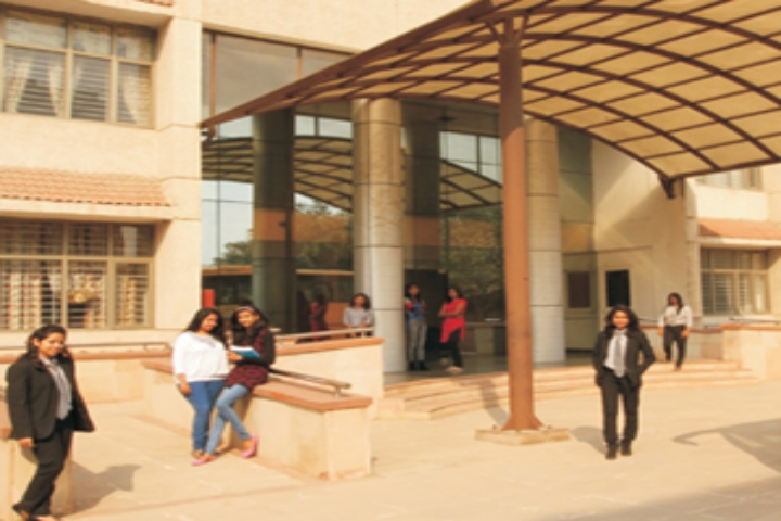 https://cache.careers360.mobi/media/colleges/social-media/media-gallery/22220/2018/12/3/Campus-view of Asian Law College Noida_Campus-view.jpg